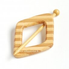 Sagė mezginiui (šviesus dryžuotas rombas)